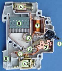 مفتاح تيار مستمر يستخدم في حماية منظومة الطاقة الشمسية